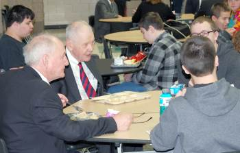 Chief Justice VandeWalle joined instructor Dan  Wakefield and students for lunch.